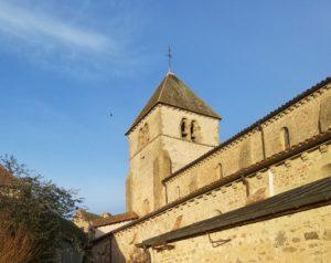 L'église au centre du village, comme symbole du milieu rural, en attente de transition